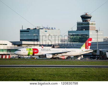 TAP Portugal Airbus A321 taxiing at Prague Airport