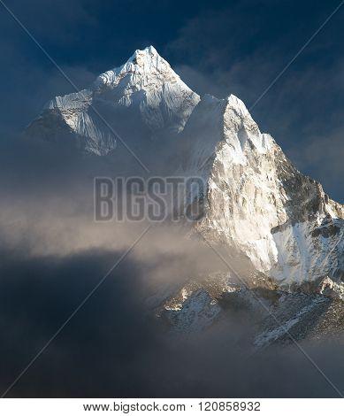 Mount Ama Dablam - Way To Everest Base Camp