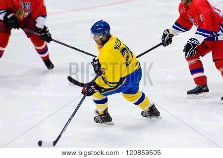 Mats Naslund (26) In Action