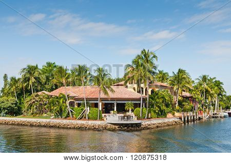 FORT LAUDERDALE, FL, USA - DECEMBER 8: Luxury mansion in exclusive part of Fort Lauderdale known as small Venice at December 8, 2011 in Fort Lauderdale, USA. There are 165 miles of waterways within the city limits and 98 percent of the city.