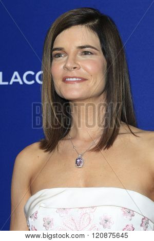 LOS ANGELES - FEB 23: Betsy Brandt at the 18th Costume Designers Guild Awards at the Beverly Hilton Hotel on February 23, 2016 in Beverly Hills, California