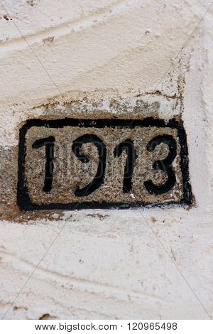 picture of a 1913 year number on a wall