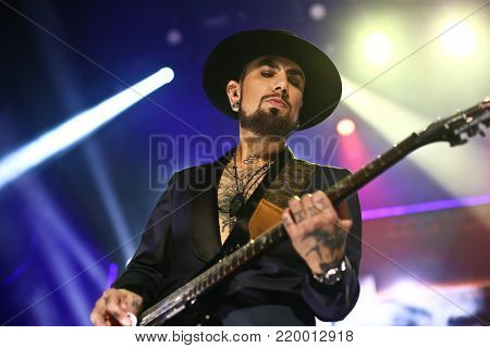 NEW YORK, NY - NOVEMBER 29: Musician Dave Navarro performs at America Salutes You and Wall Street Rocks Presents Guitar Legends For Heroes at Terminal 5 on November 29, 2017 in New York City.