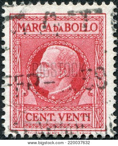 ITALY - CIRCA 1935: A stamp printed in Italy, Revenue stamps, shows the King of Italy Victor Emmanuel III, circa 1935
