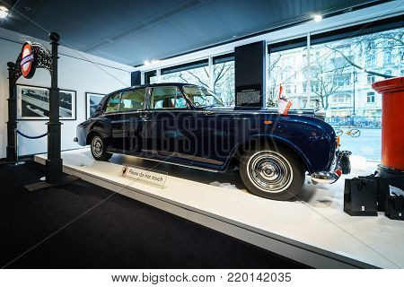 BERLIN - DECEMBER 21, 2017: Showroom. British ultra-exclusive limousine Rolls-Royce Phantom VI, 1970. Coachwork was created by Mulliner Park Ward.