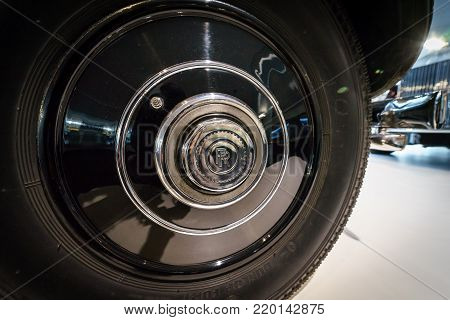 BERLIN - DECEMBER 21, 2017: Showroom. Locking hubs of the luxury car Rolls-Royce Phantom III Touring Limousine, 1937. Coachwork by Gurney Nutting.