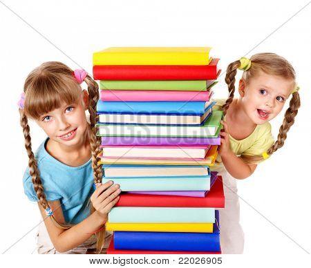 Crianças lendo a pilha do livro. Isolado.