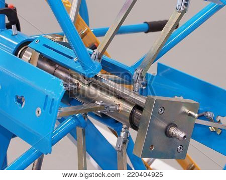 Industrial mechanical steel shaft and link contraption