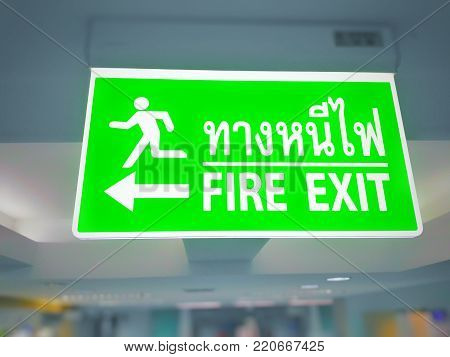 fire emergency icons. Signs of evacuations. Fire emergency exit in green