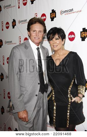 PASADENA - JAN 5: Bruce Jenner and wife Kris Jenner at the Comcast Entertainment Group TCA Cocktail Reception held at the Langham Hotel, Pasadena, California on January 5, 2011