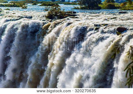 Fantastic walk after the rainy season. Grand Victoria Falls.