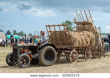 Haselbury Plucknett.somerset.united Kingdom.august 18th 2019.a Vintage Fordson Major Is Pulling An O
