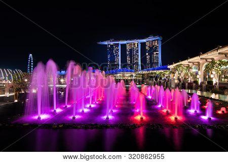 Singapore,singapore - 2017 Sep 21 : Illuminated Singapore Marina Bay Sand With Fountain Show At Nigh