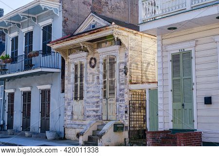 New Orleans, La - January 15: Historic Shotgun House On Barracks Street In The French Quarter On Jan