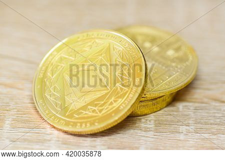 Ethereum Coin Crypto Currency Business, Gold Ethereum Coin Finance, Golden Eth Cryptocurrency Tradin