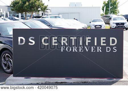 Bordeaux , Aquitaine France - 05 08 2021 : Ds Certified Text Store Logo Automobiles Sign Shop Car De