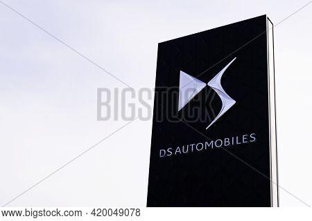 Bordeaux , Aquitaine France - 05 08 2021 : Ds Automobiles Logo Text Car Sign Brand Shop Vehicle Deal