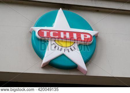 Bordeaux , Aquitaine France - 05 08 2021 : Tchip Coiffure Logo Text Store Sign Shop Low Cost Discoun