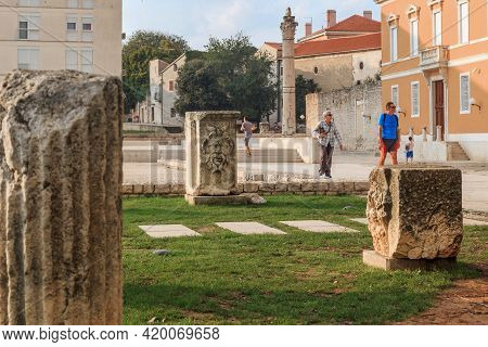 Zadar, Croatia - September 14, 2016: These Are Stones With Bas-reliefs And Columns Found At The Site