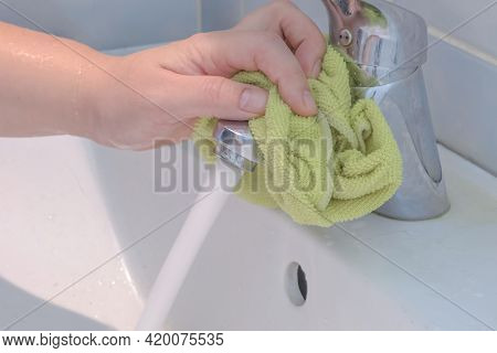 The Process Of Daily Cleaning The Sink With Washing Powder And Household Rag. A Housewife With Hand