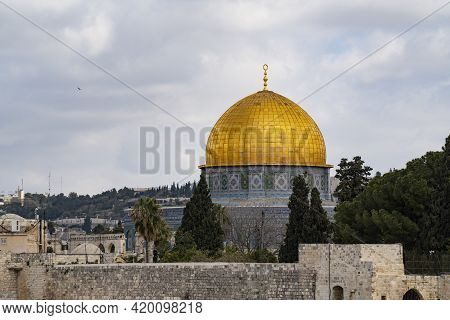 Jerusalem, Israel - April 3rd, 2021: The Dome Of The Rock Mosque With Its Golden Dome, On A Partiall