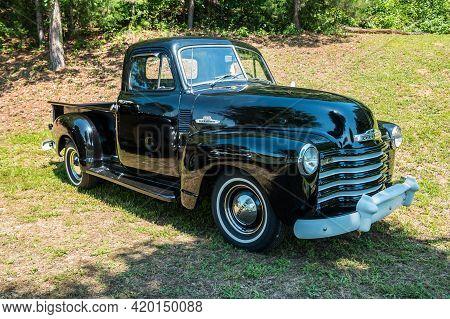 Gainesville, Georgia Usa - June 13, 2020  Beautiful Restoration Of A 1950's Chevrolet Pickup Truck 3