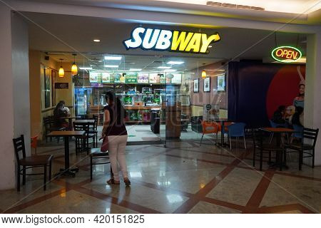 Exterior View Of Subway Restaurant At A Shopping Mall. It Is A Fast Food Store. - Mumbai India: Marc