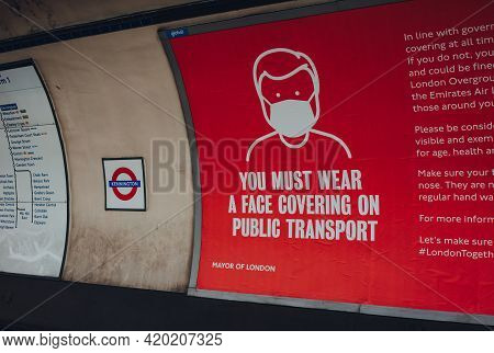 London, Uk - May 09, 2021: Face Covering Requirement Sign On The Platform Of Kennington London Under