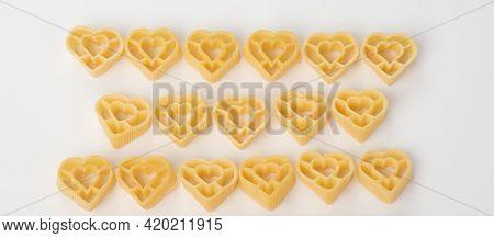 Raw Italian Pasta Fettuccine Or Amorini, Paccheri, Farfalle, Spaghetti, Fusilli, Penne, Conchiglie I