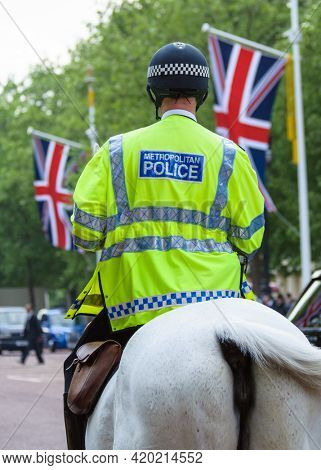 LONDON, UK - CIRCA APRIl 2011: Mounted police officer on the Mall.