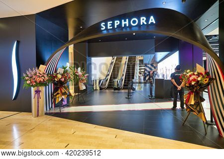 KUALA LUMPUR, MALAYSIA - JANUARY 18, 2020: entrance to Sephora store on grand opening day in Fahrenheit 88 shopping mall in Kuala Lumpur.