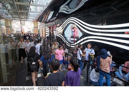 KUALA LUMPUR, MALAYSIA - JANUARY 18, 2020: people stand in line waiting for the grand opening of Sephora store at Fahrenheit 88 shopping mall in Kuala Lumpur.