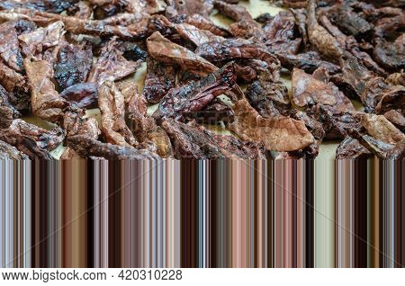 Dried Healthy Treats For Pets. Beef Lungs. Treats For Pampering And Exercise. Pixel Stretch Effect