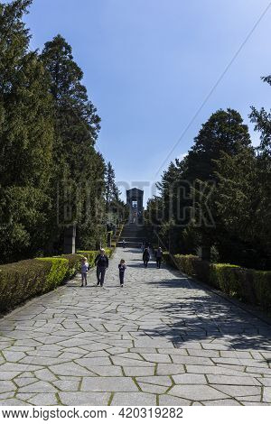 Belgrade, Serbia - April 24, 2021: People Walking Towards The Monument To The Unknown Hero At The To