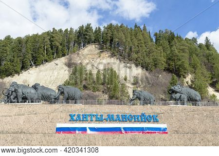 Statue Of Mammoth And Inscription And Flag On The Russian Hunty-mansiysk . Hunty-mansiysk City, Russ