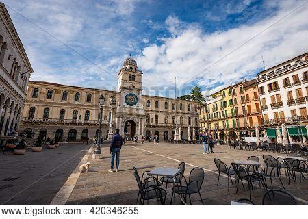 Padua, Italy - Sept 27, 2020: Piazza Dei Signori Or Della Signoria (xiv Century), Town Square In Pad