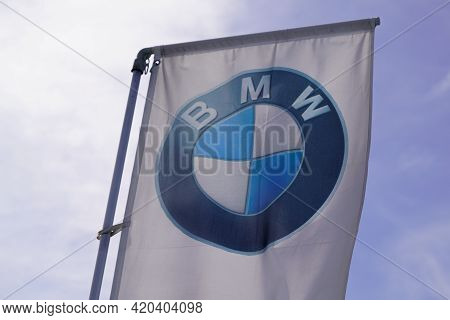 Bordeaux , Aquitaine France - 05 08 2021 : Bmw Logo Round Sign And Brand Text Of Car Flag Dealership