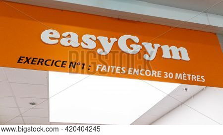 Bordeaux , Aquitaine France - 05 08 2021 : Easygym Logo Brand And Sign Text Of Gymnasium Fitness Clu