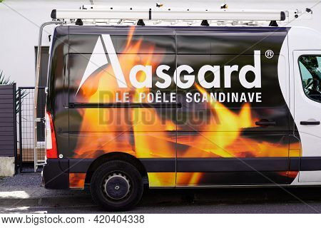 Bordeaux , Aquitaine France - 05 08 2021 : Aasgard Logo Brand And Text Sign Of Wood Stoves Store And
