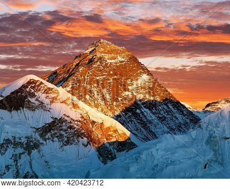 Mount Everest Evening Panoramic View With Beautiful Sunset Clouds From Kala Patthar, Sagarmatha Nati