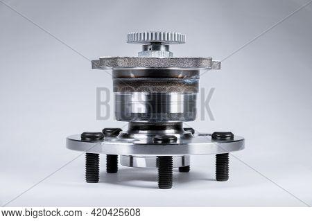 New High Quality Original Spare Parts. New Original Wheel Hub With Bearing. New Original Spare Parts