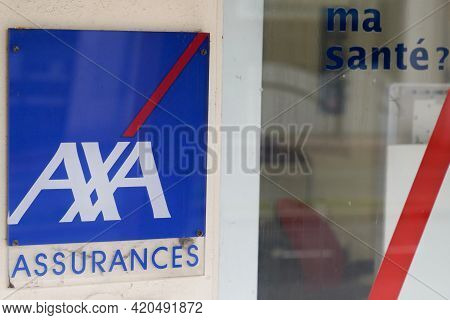 Bordeaux , Aquitaine France - 05 08 2021 : Axa Logo Brand Blue And Text Sign Front Of French Office