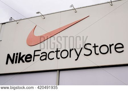 Bordeaux , Aquitaine France - 05 08 2021 : Nike Factory Store Logo Brand And Text Sign Of American S