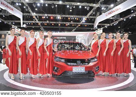 Bangkok-november 29 Pretty Moter Expo At The 36nd Motor Expo 2019 On December 2, 2019 In Bangkok, Th