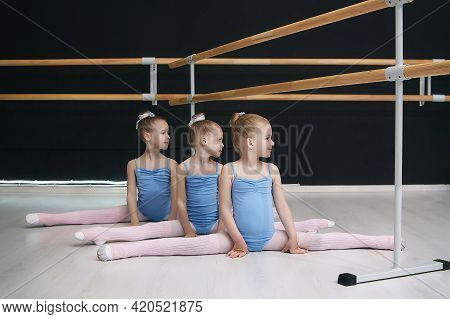 Little Girls Sit On The Split. Classes At The Choreographic School