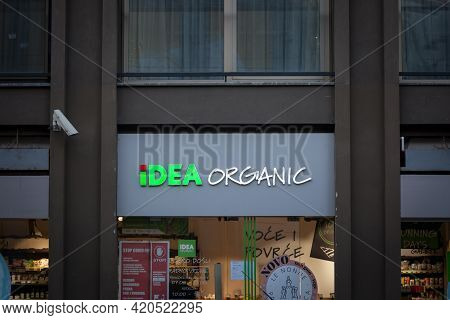 Belgrade, Serbia - February 14, 2021: Logo Of Idea Organic On A Supermarket. Part Of Agrocor Konzum