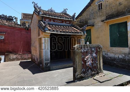 Hoi An, Vietnam, May 15, 2021: Small Temple Behind The Japanese Bridge In Hoi An, Vietnam. One Of Th