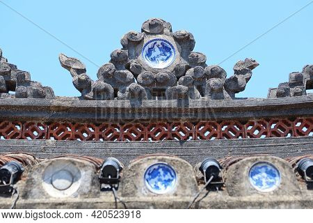 Hoi An, Vietnam, May 15, 2021: Detail Of The Roof Decoration Of The North Entrance Of The Japanese B