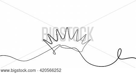 Self Drawing King Crown. Simple Of Single Continuous One Black Line Drawing Of Crown On White. Isola