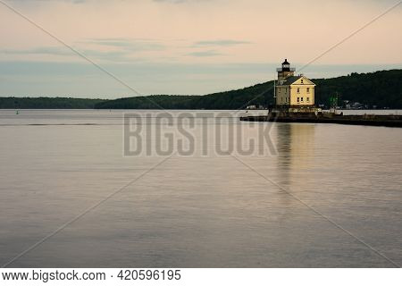 Kingston, Ny - Usa- May 12, 2021: A Landscape View Of The Rondout Lighthouse, A Lighthouse On The We